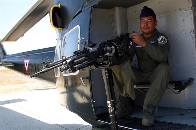 Se gradúan especialistas de Fuerza Aérea 1581862