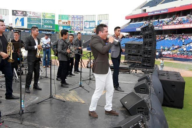 e1d86d274f25a Celebran con música triunfo del  Bronco