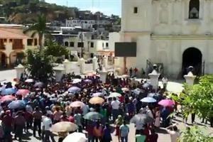 Retienen pobladores de Juquila a funcionarios de Oaxaca