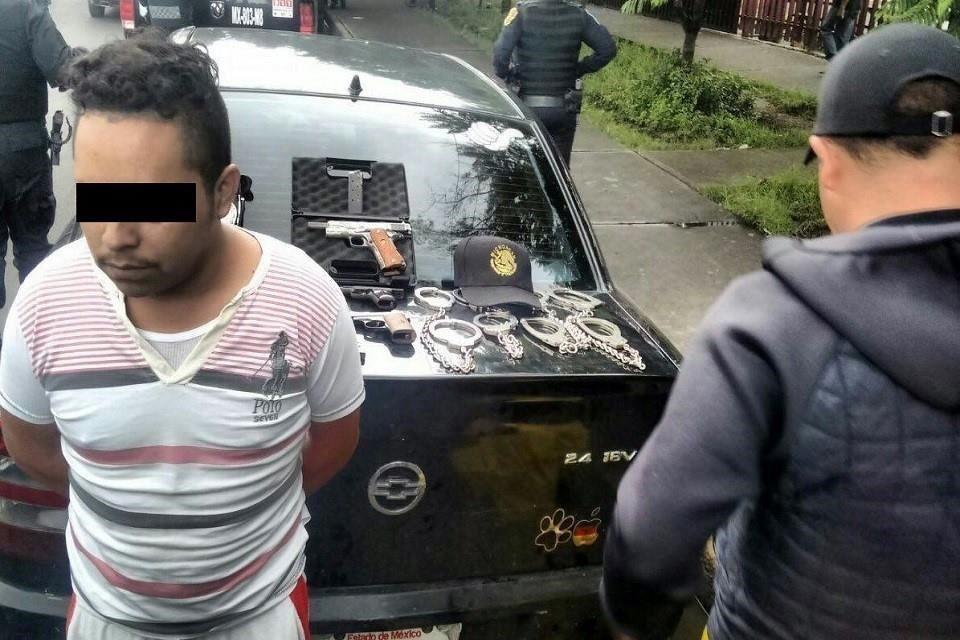 Cae hombre con armas en Iztapalapa 6a974e66770