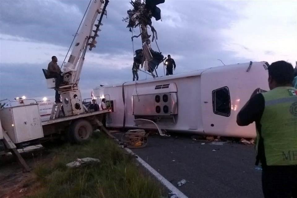 Mueren 10 en choque de autobús en Durango
