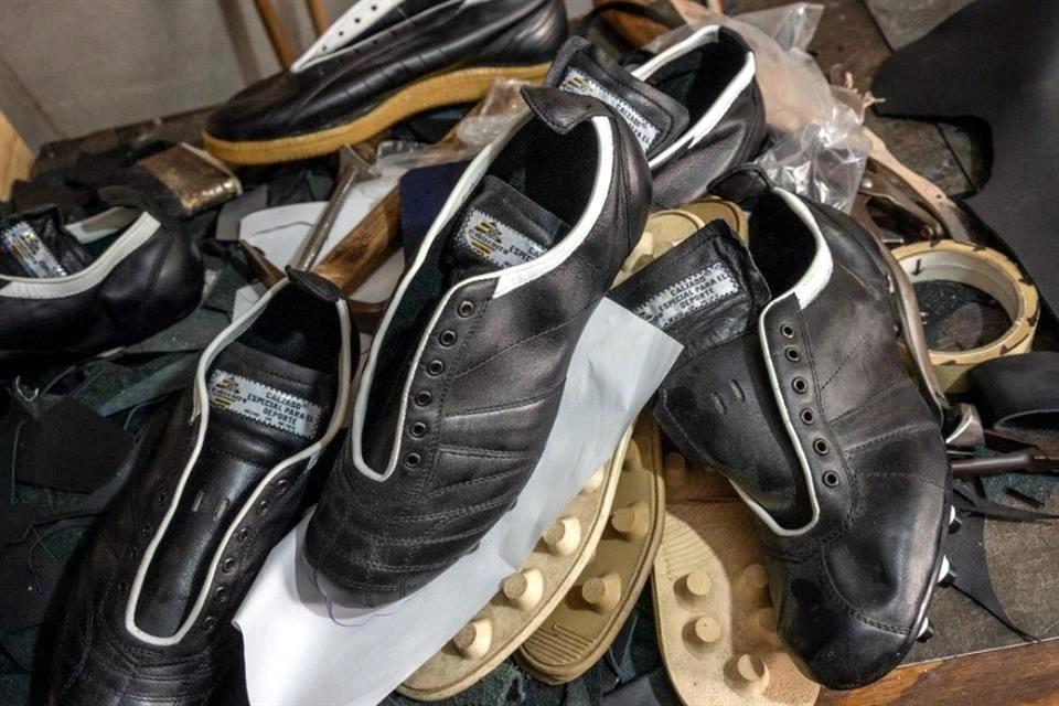 4991fc25 En los 70 y 80 era muy común que los jugadores fueran a Tepito por unos  zapatos personalizados, pero con la llegada de las marcas internacionales  las ventas ...