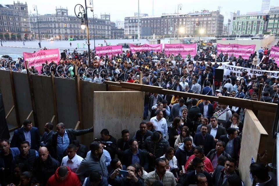 Resultado de imagen para alcaldes protestan en palacio nacional