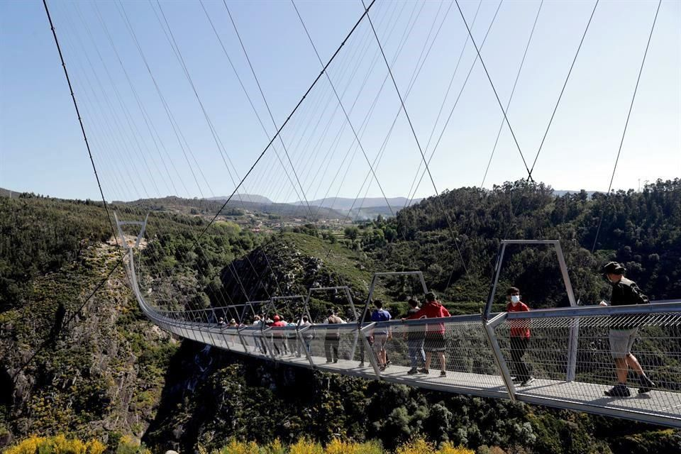 Inaugura Portugal puente peatonal más largo del mundo