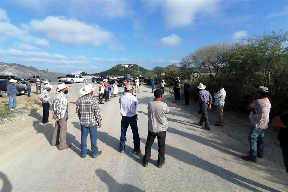 <br>Bloquean ejidatarios de Linares la construcción de la presa Libertad