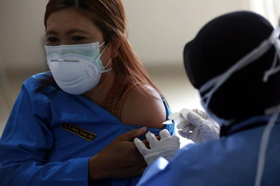 Planea EU exigir vacuna  a visitantes extranjeros