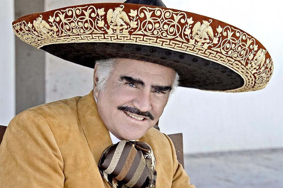 Está Vicente Fernández sedado y grave