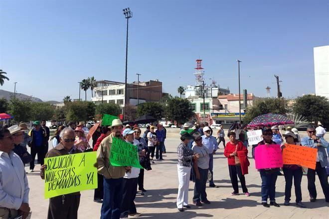 Exigen solución a huelga en 'La Narro'