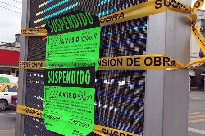 Suspende Monterrey siete mupis luminosos 5272c450f1160